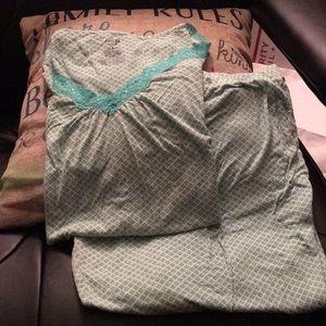 Women's pj set with bottoms Capri length